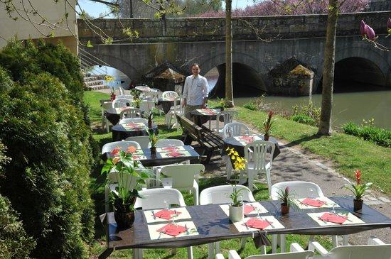 Stan' traiteur Restaurant : terrasse d'été au bord de l'eau