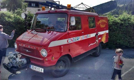 Familienhotel Filzmooserhof: Hotel brandweerwagen
