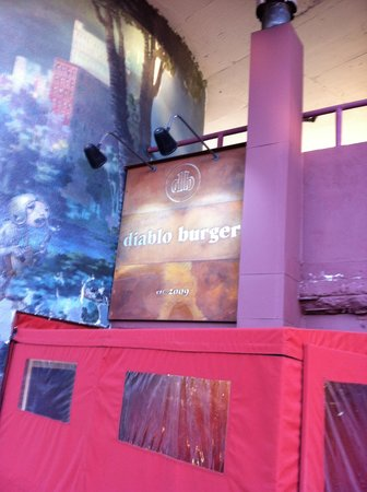 Diablo Burger: Outside