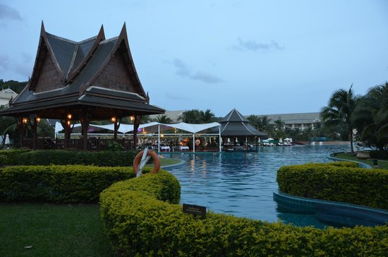 Sofitel Krabi Phokeethra Golf & Spa Resort: part of pool