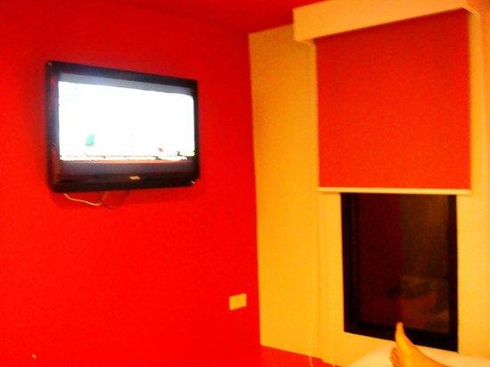 Lub d Bangkok Siam: Flat screen cable TV