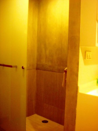 Lub d Bangkok Siam: Shower (hot/cold)