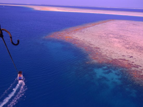 Lomani Island Resort: Parasailing over the Islands