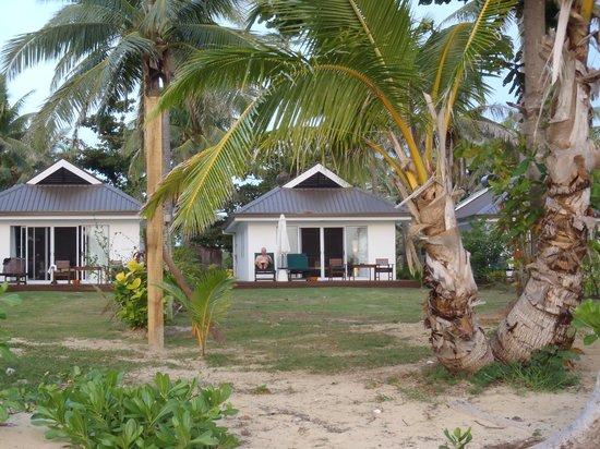 Lomani Island Resort: Ocean front Bure