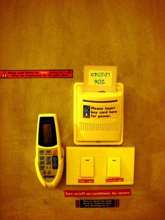 Lub d Bangkok Siam: Aircon remote, room keycard