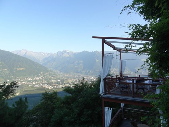 Relais & Chateaux Hotel Castel Fragsburg: View from breakfast