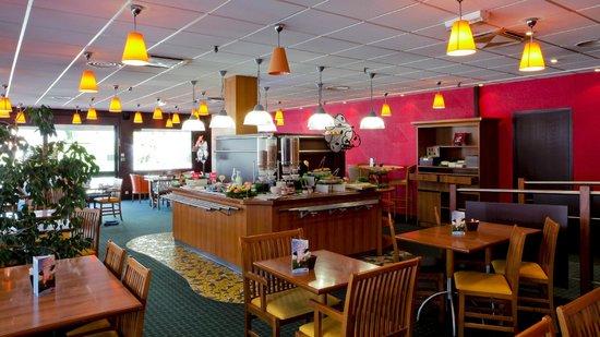 Ibis Grenoble Centre : Espace petit déjeuner de 4 heures à midi