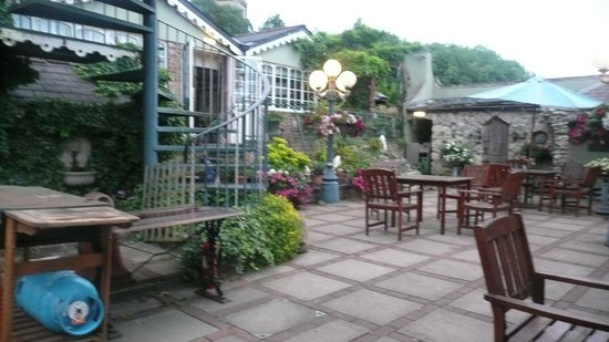 Lyndon House Hotel: View of terrace garden