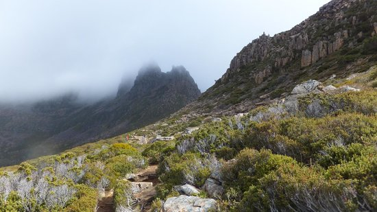 Cradle Mountain Huts: We did SEE the top of Mount Ossa (briefly)