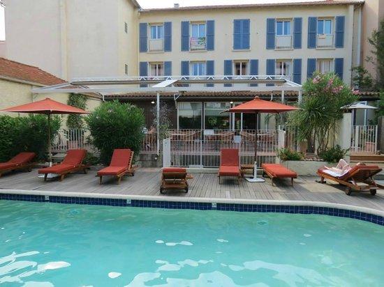 Matisse Hotel : L'hôtel côté piscine