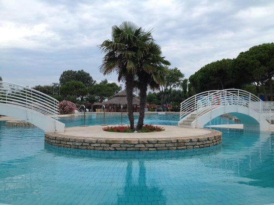 Camping Village Pino Mare : Pool while closed
