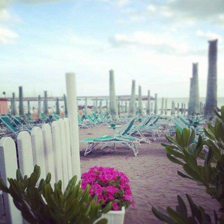 Il Porticciolo di Caletta : La spiaggia del Porticciolo di Caletta