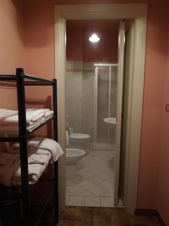 Al Lunario Bed & Breakfast : Bathroom - Al Lunario, Sep 9-11 2012