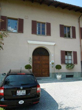 Al Lunario Bed & Breakfast : Parking outside the building - Al Lunario, Sep 9-11 2012