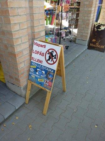 Hotel Lido: Non lasciare le borse incustodite...
