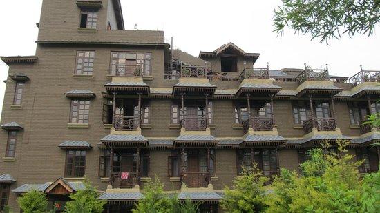 Blossoms Village Resort: very nice property