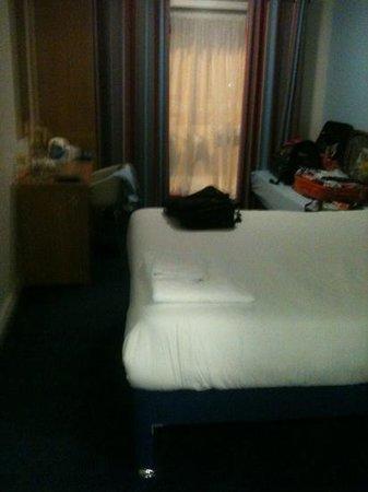 Travelodge London Vauxhall Hotel: room