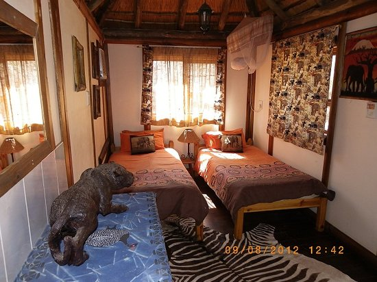 Kruger Inn Backpackers: Elephant cabin