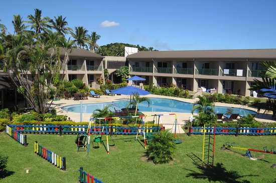 Tanoa Waterfront Hotel: Swimming pool from a Superior room