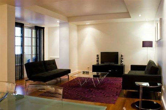 Chiado Apartments: Living room
