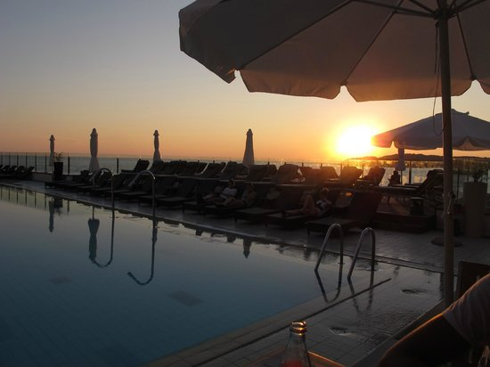 Splendid Golden Rocks Resort : Sun going down over the Adriatic sea, view from Bistro Splendid.
