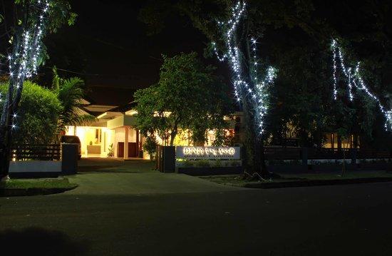 Diniya Suasso Hotel: Front