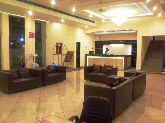 Hotel Mansarover Paradise: Reception