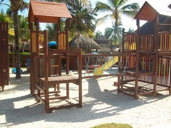 Grand Palladium Colonial Resort & Spa: outside play area