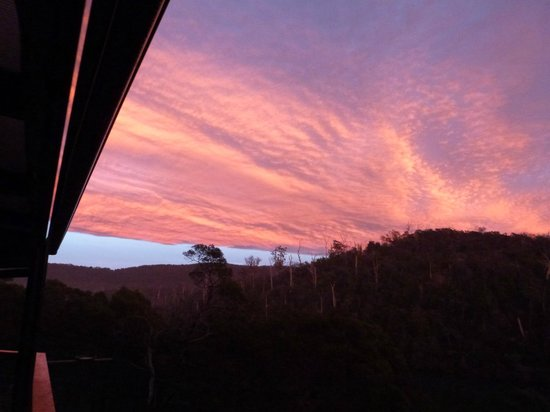 Launceston Bed and Breakfast Retreat: Views from the balcony of the sunrising