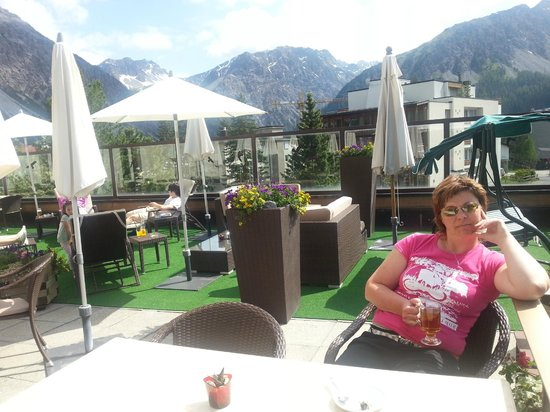 Sporthotel Valsana: relaxing on  hotel terrace during the tea time