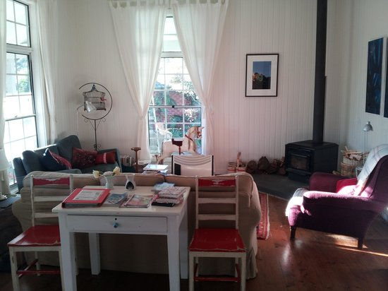 Huskisson Bed and Breakfast: Living Room