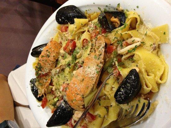 HOSTARIA IL RIALTO: Seafood pappardelle - gorgeous!