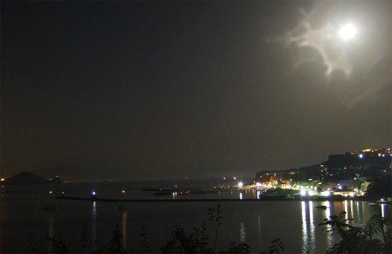 Hotel Residence Tirreno : Vista dalla terrazza di notte