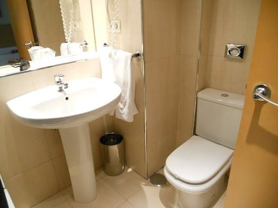 Hotel Infanta Mercedes: Baño