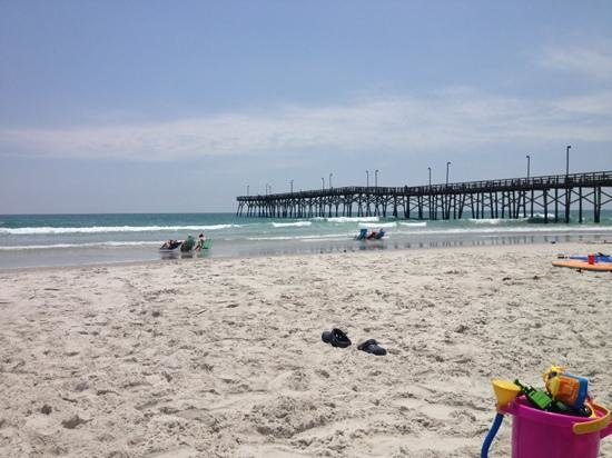 Jolly Roger Inn & Pier : The beach at Jolly Roger