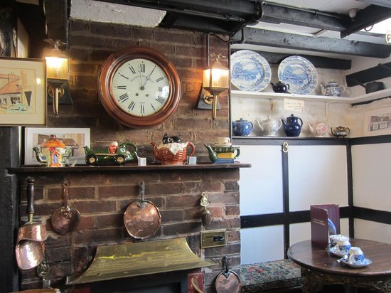 Belinda's Tearooms: lovely decor
