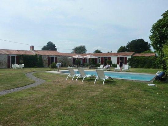 Logis des Maraichers : The pool
