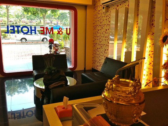 U & Me Hotel: Reception area