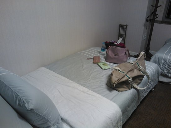 BNB Chungdam: the bed, there are 3 other beds in the room