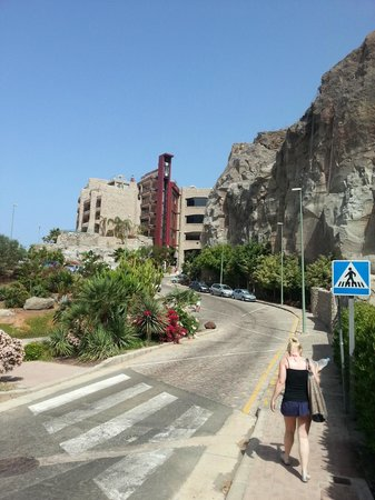 Gloria Palace Royal Hotel & Spa : walk from beach to hotel
