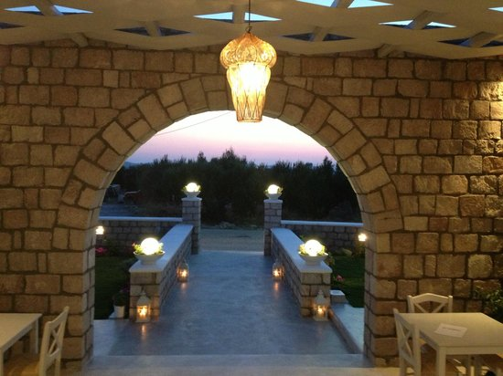To Petrino : Το πανέμορφο ηλιοβασίλεμα από την καμάρα