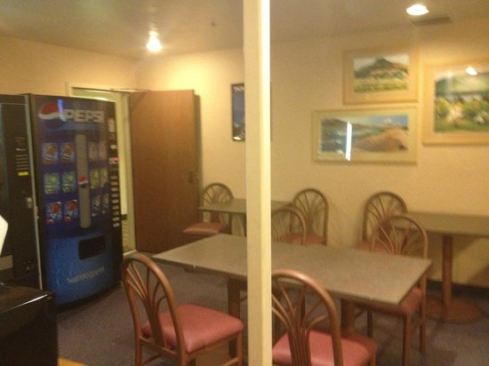 SureStay Collection by Best Western Inn at Santa Fe: Communal Area