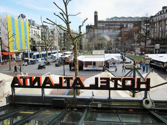 Atlanta Hotel: Vista dalla sala colazione su Piazza Rembrandt