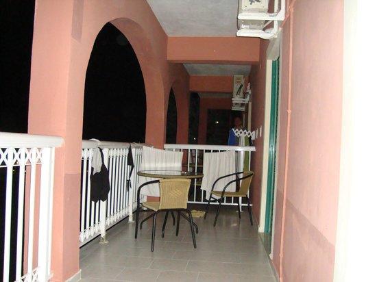 Panorama Sidari: One balcony for 2 rooms