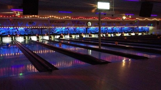 CJ's Willow Bowling Center