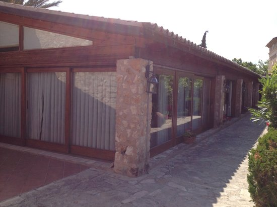 Agroturismo S'Hort De Son Caulleles: Grand Suite from the outside right next to the restaurant