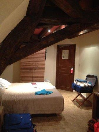 Hotel de Vougeot : our room! v peaceful