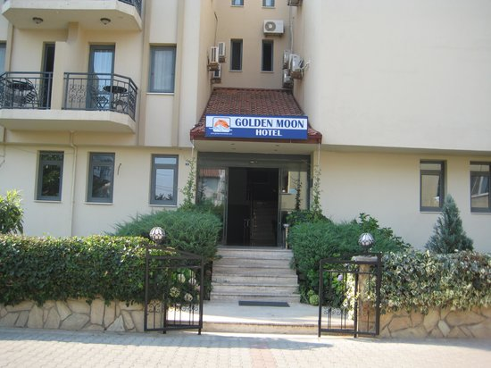 Golden Moon Hotel: Main Entrance