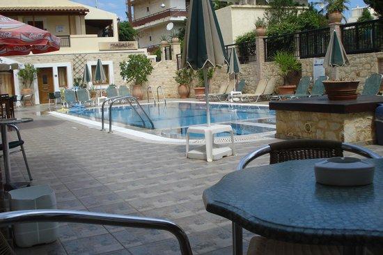 Maliatim Apartments: Pool