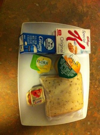 City Limits Serviced Apartments : breakfast tray